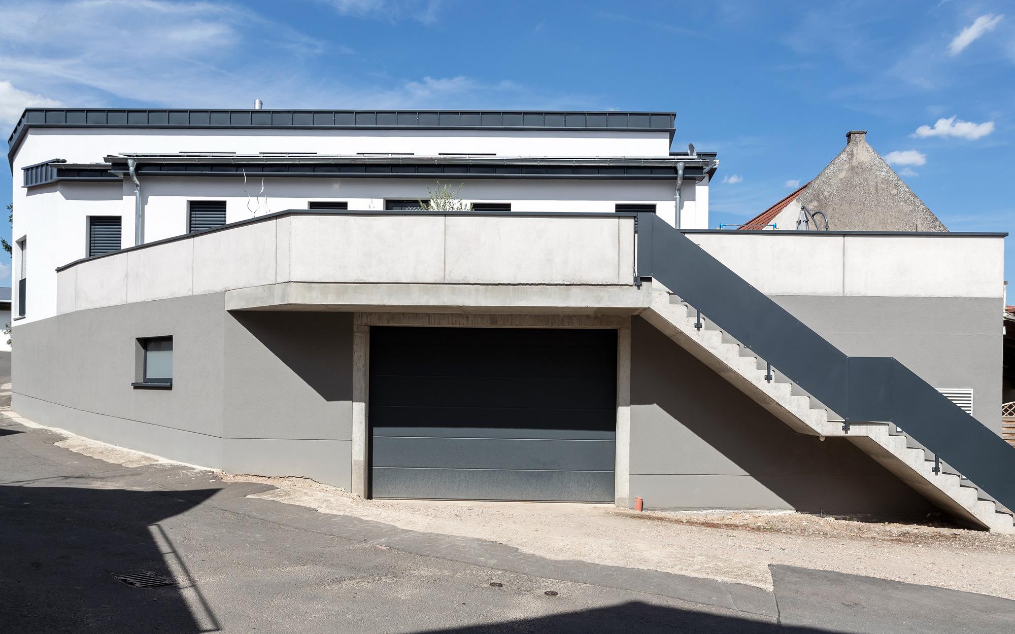 In Bungalowbauweise auf einer neu errichteten Lagerhalle in Alsheim (Rheinhessen) / Bauzeit Februar – November 2015